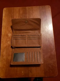 Woman leather wallet . Baltimore, 21213