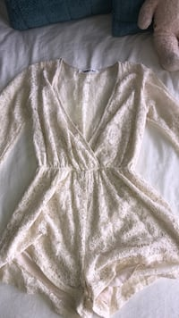 Never worn romper from honey. Size small - medium  Vaughan, L6A 2P6