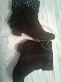 Size 4 kids boots. Bought at Sears last year