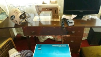 Singer sewing machine antique w/ table
