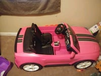 toddler's pink ride-on toy car  Huntsville, 35810
