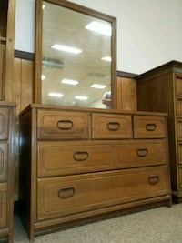 Vintage 5 drawer dresser with mirror for sale   St. Louis, 63102