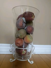 Vase with Apple's 15 $ Toronto, M2N 0A5