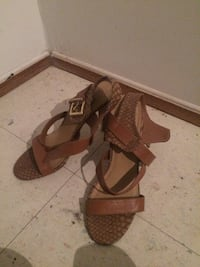 Pair of brown leather open-toe ankle strap heels Montréal, H1Z 3J3