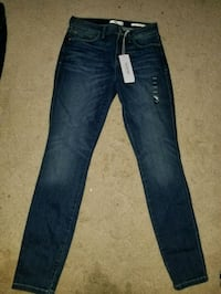 Size 29-30 brand new women's guess jeans Lethbridge