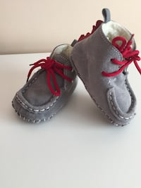 pair of gray-and-red shoes Vaughan, L4J 8N8