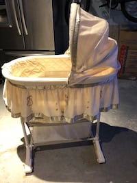 Baby's white and beige bassinet