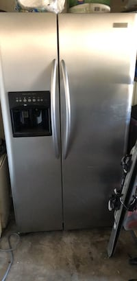Frigidaire with water and ice on the door   Glendora, 91740