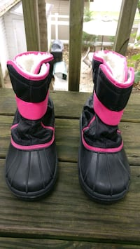 Winter boot, hut and gloves for girl