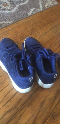 Authentic 11 low size 8 St. Louis, 63112