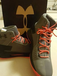 pair of gray Nike basketball shoes Jersey City, 07304