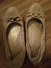 women's pair of white leather flats Tampa, 33610