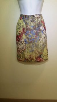 Women's Knee-Length Skirt in Floral Fabric, Size 2 Las Vegas, 89121