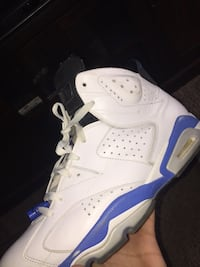 unpaired white and blue Air Jordan basketball shoe