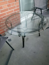 round glass top table with black metal base Toronto, M9R