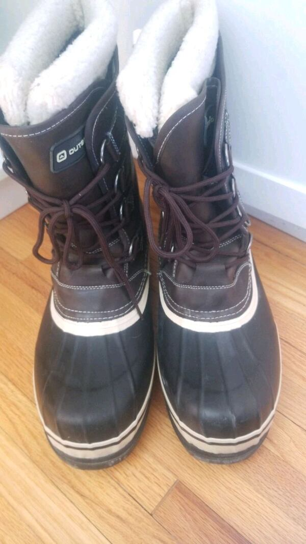 Mens size 11 Winter boots   0