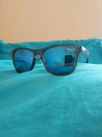 Oakley frogskins perfect condition  Calgary, T2G 0R9