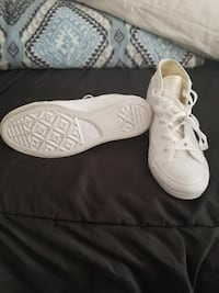 pair of white mid-top sneakers Pasadena, 77503