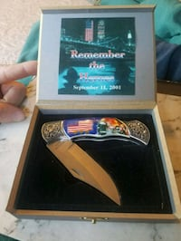 Knife with box