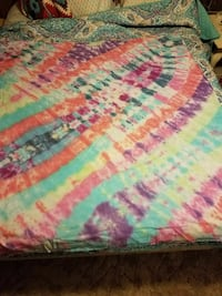 multicolored tie-dyed comforter