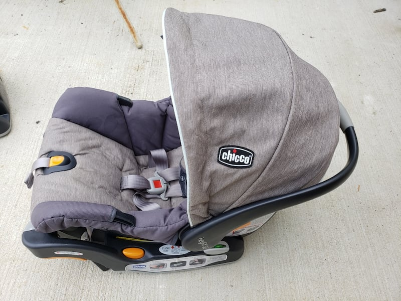 Car Seat with 2 Bases 97d4192d-e8ac-45ca-966f-729cab9384f6