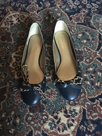 Jessica navy blue flats with gold chain size 8.5 Oakville, L6H 1Y4