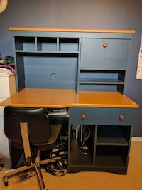 Computer desk with storage Ottawa, K1R 5S1
