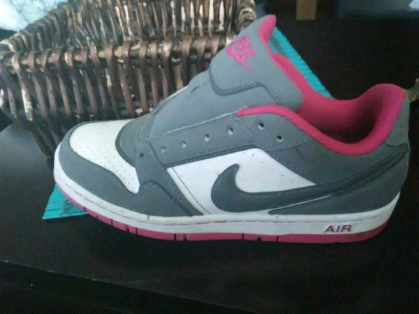 promo code 5e8ea b7c42 Used unpaired gray, pink, and white Nike Air Max for sale in ...