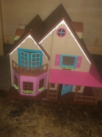 Girl child Doll House  Beltsville, 20705