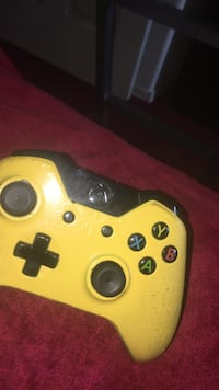 Yellow and black Xbox One controller Oakland, 94610