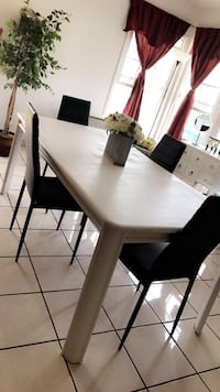 White Dining table Oxnard, 93033
