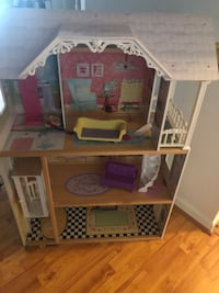 4tf Doll House has some child scribble, but in great condition