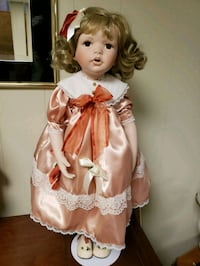 porcelain collectors doll PG Hagerstown, 21740
