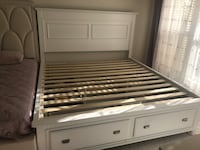 King size bed frame w/ drawers Centreville, 20121