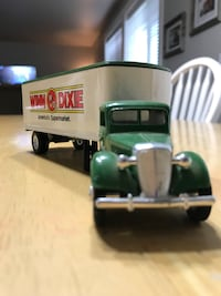 White and green Winn Dixie truck die-cast model Meridian