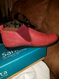 Red Soft Leather shoes, size 8.5 Marietta, 30008
