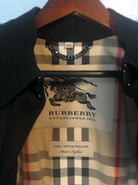 Burberry the Kensington Heritage Trench Coat  Springfield, 22150