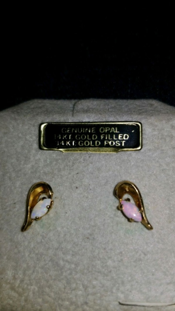 Vintage Opal Earrings. 14 kt 8bfcd873-57ac-4558-b329-5ebc41a78687