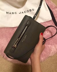 Marc Jacobs *New* Gotham City Slgs Leather Strap Wallet Coquitlam