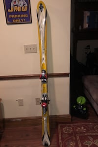 K2 skis. Size 10 boots.