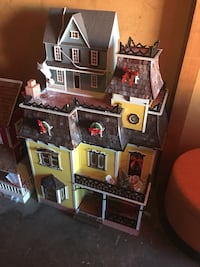 Large Victorian dollhouse and small dollhouse Burlingame, 94010