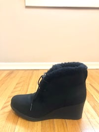 UG black leather women's winter boots (US size 9)