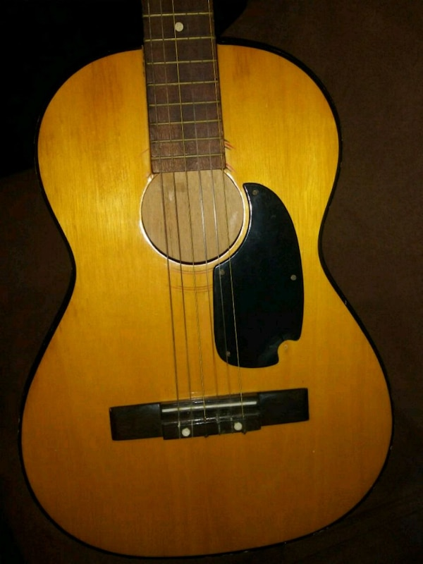 Acoustic guitar for learners.