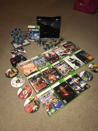Xbox 360, Two controllers, 20 Games including LEGO Dimensions and characters
