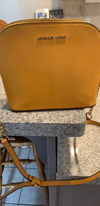 Michael kors purse Wasaga Beach, L9Z 1J2
