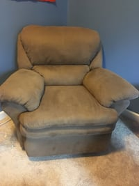 Microfiber suede recliner  Cary, 27519
