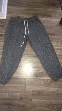 Black and gray capris pants  Barrie, L4N