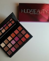 black Hudabeauty eyeshadow palette with box
