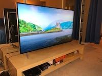 4K 50' ultra HD TV with tv stand - Ultra thin Emeryville, 94608