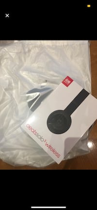 Beats solo 3 brand new in box and packaging Toronto, M5E